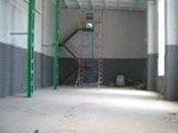 """Аренда """"склада - цеха"""" город Ирпень, ул. Дзержинского 1Ж, площадь 317 кв. м, высота - 9, 5 метров . Помещение состоит из трех отделений : 1) общего зала 245 кв.м размеры ( длина 24,5м, ширина 10,4 м, высота 9,5м) 2) Подсобного помещения на 1-ом этаже 34 кв. м размеры ( 5,9м- длина , 5,75м - ширина 3) Подсобное помещение на отметке 7 метров , вход по удобной металлической лестни"""