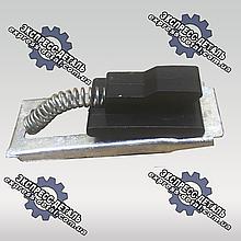 Засувка боковини капота ЮМЗ 45-8402037