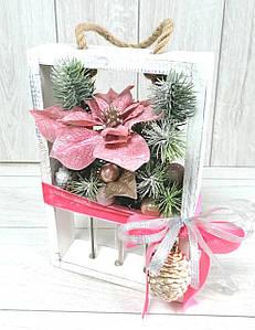 Різдвяна композиція в дерв'яній рамочці зі скляними колбами