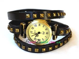 Годинник на ремені з квадратними заклепками римські, чорний