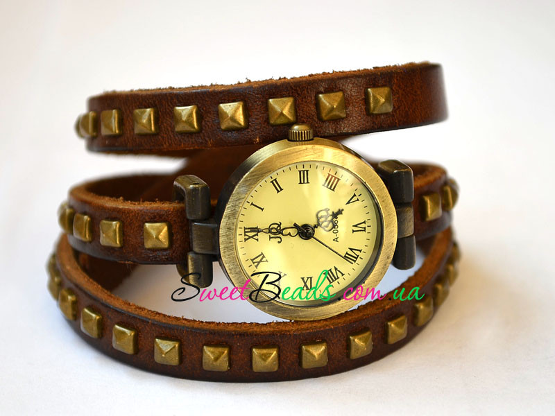 Годинник на ремені з квадратними заклепками римські, коричневий