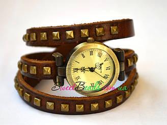 Часы на ремне с квадратными заклепками римские, коричневый
