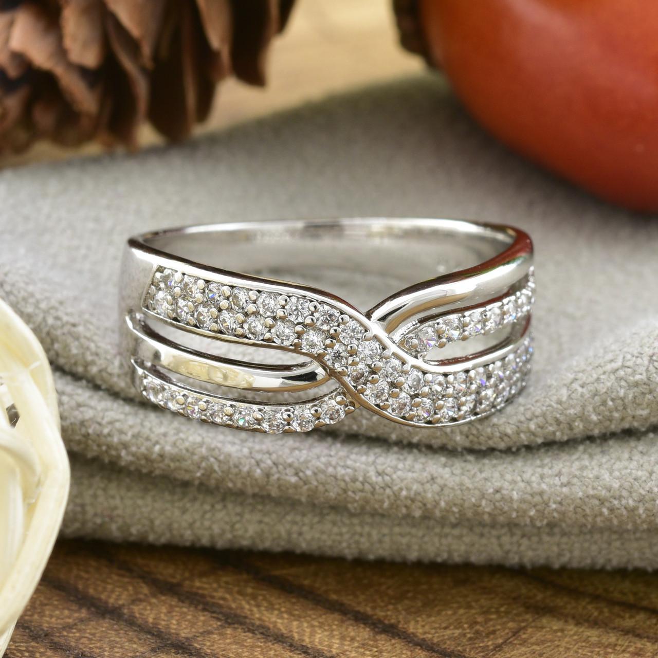 Кольцо Xuping 14692 размер 18 ширина 8 мм вес 2.5 г белые фианиты позолота Белое золото