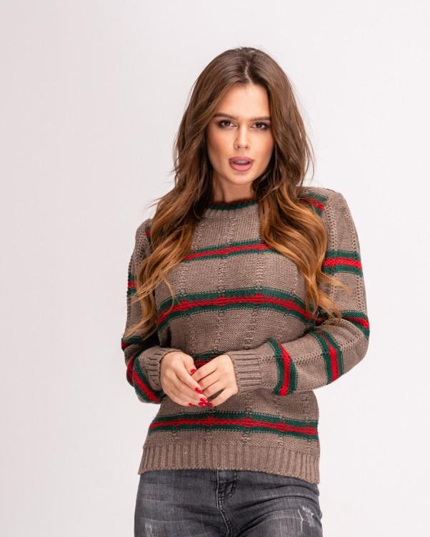 Коричневый вязаный свитер женский с красно-зелеными полосками