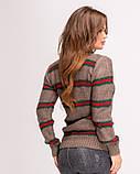 Коричневый вязаный свитер женский с красно-зелеными полосками, фото 3