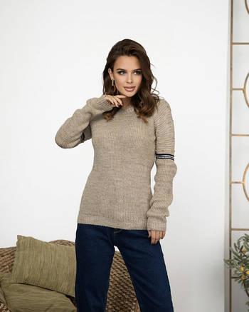 Бежевый вязаный свитер женский с бусинами и люрексом