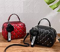Женская маленькая сумка с меховой подвеской Мини сумочка для девушек стеганная с меховым брелком
