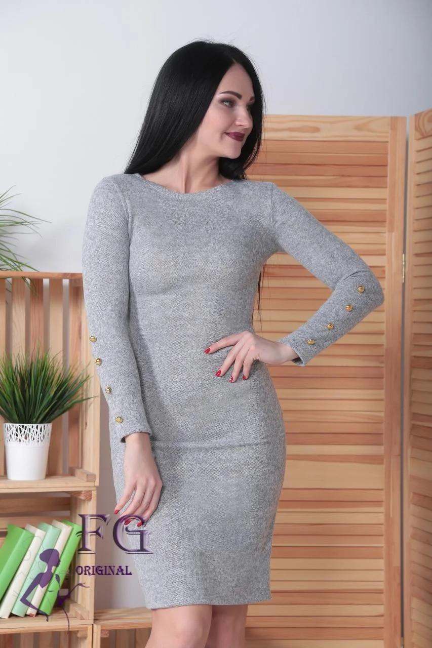 Жіноче плаття з ґудзиками на рукавах