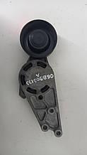 Кронштейн ролика Audi A4 B7 2.0 TFSI 2005-2008 гг 06B903133A