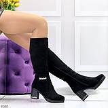 Элегантные высокие черные замшевые женские сапоги с декором на удобном каблуке, фото 3