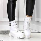 Трендовые высокие белые женские зимние ботинки на молнии + шнуровка, фото 7