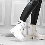 Трендовые высокие белые женские зимние ботинки на молнии + шнуровка, фото 9