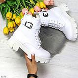 Трендовые высокие белые женские зимние ботинки на молнии + шнуровка, фото 10