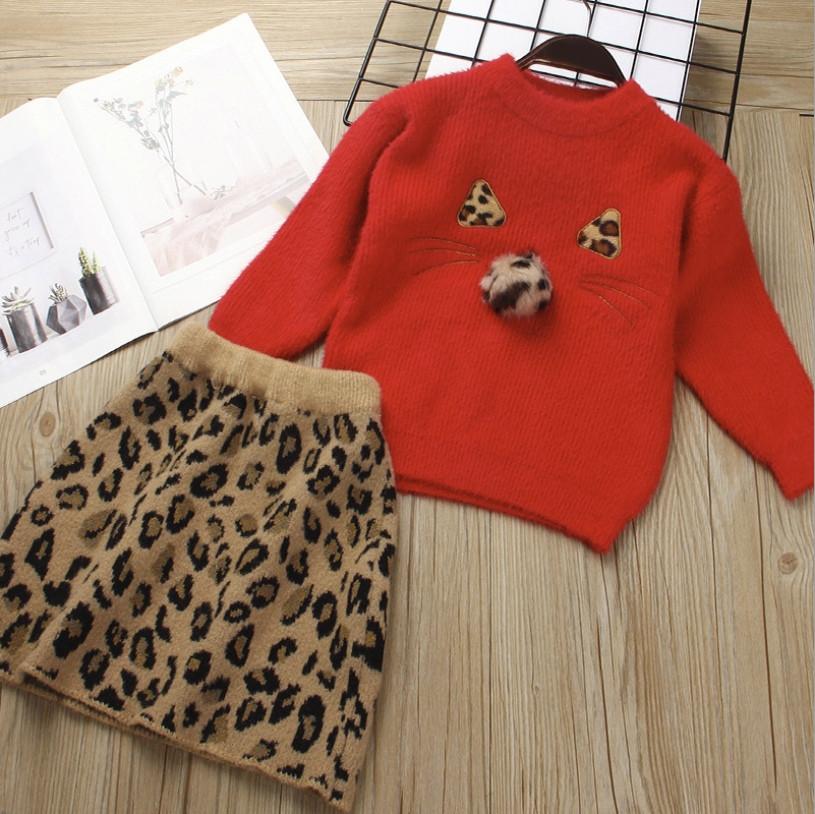 Нарядный теплый  костюм  на девочку с юбкой  2-4 года красный леопард