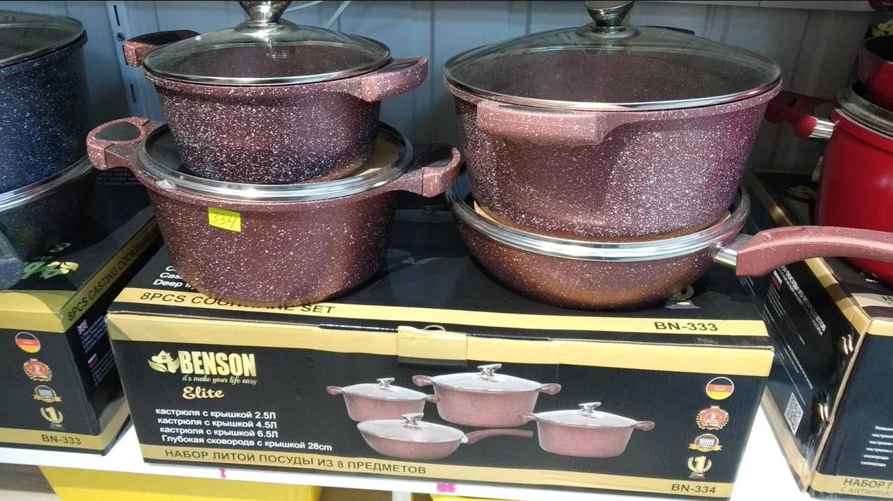 Набор кастрюль и сковорода 2.5л 4.5л 6.5л;  сковорода 28см Benson  BN-334 (красный)- 8 предметов