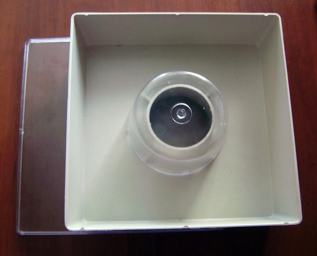 Кормушка 1,8 л квадратная (+стакан, крышка)