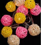 Электрическая гирлянда Шарики из ротанки цветные (розовый + белый + желтый) 50 мм 12 LED, 4 м, теплый белый, фото 2