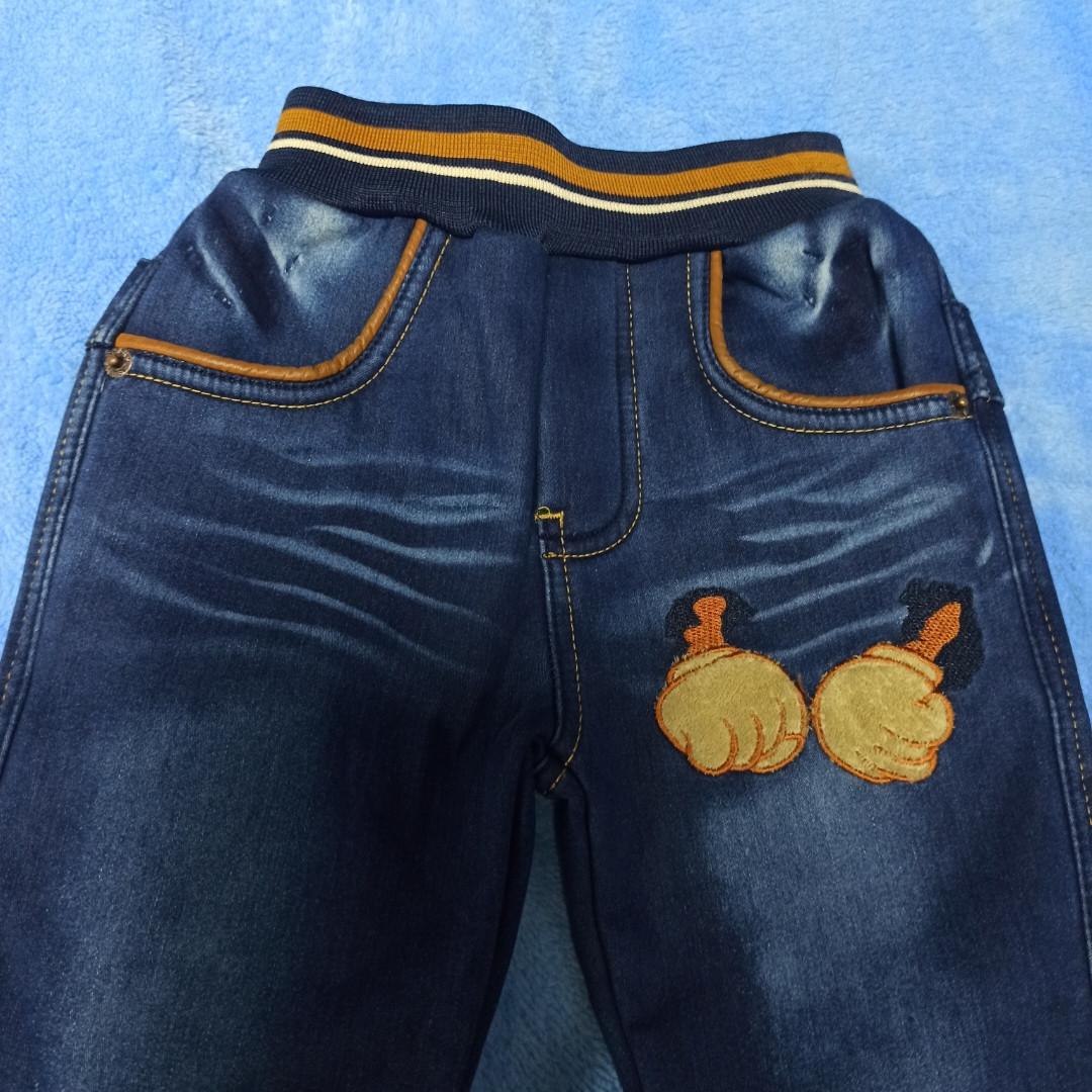 Теплые модные красивые джинсы для мальчика. Утеплитель- флис. Украшение- аппликация.