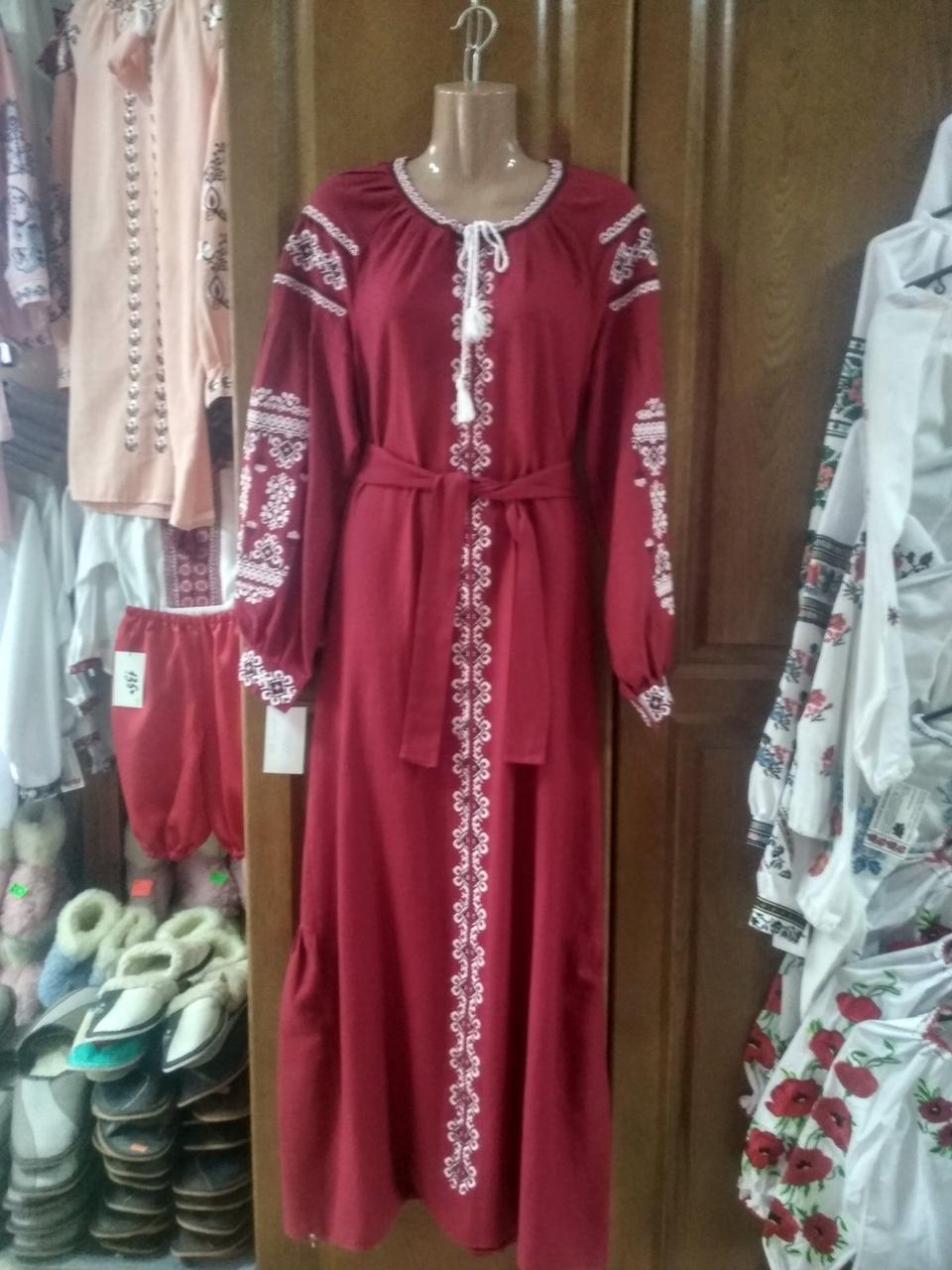 Красива довга червона сукня з вишивкою 48 розміру