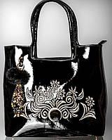 Элегантная лаковая сумка с вышитым цветочным орнаментом
