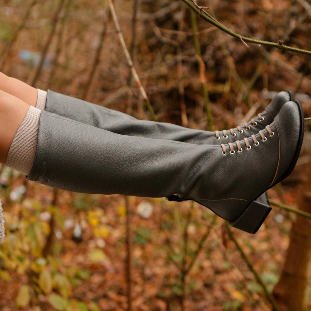 Кожаные сапожки из фактурной кожи, каблук 4см, цвет серый, в наличии размер 37