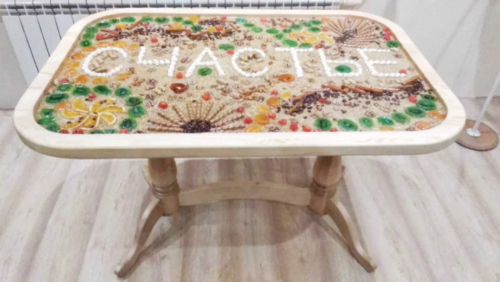Стол обеденный декоративный