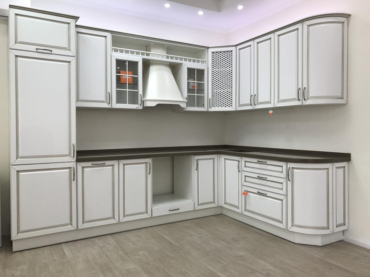 Кухня мдф краска + патина + столешница и мойка камень + вытяжка с Выставки магазина