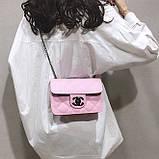 Женская классическая сумочка кросс-боди на цепочке розовая, фото 2