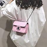 Женская классическая сумочка кросс-боди на цепочке розовая, фото 3