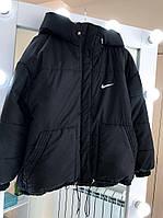 Теплая женская куртка с капюшоном с нашивкой NIKE пуховик черная