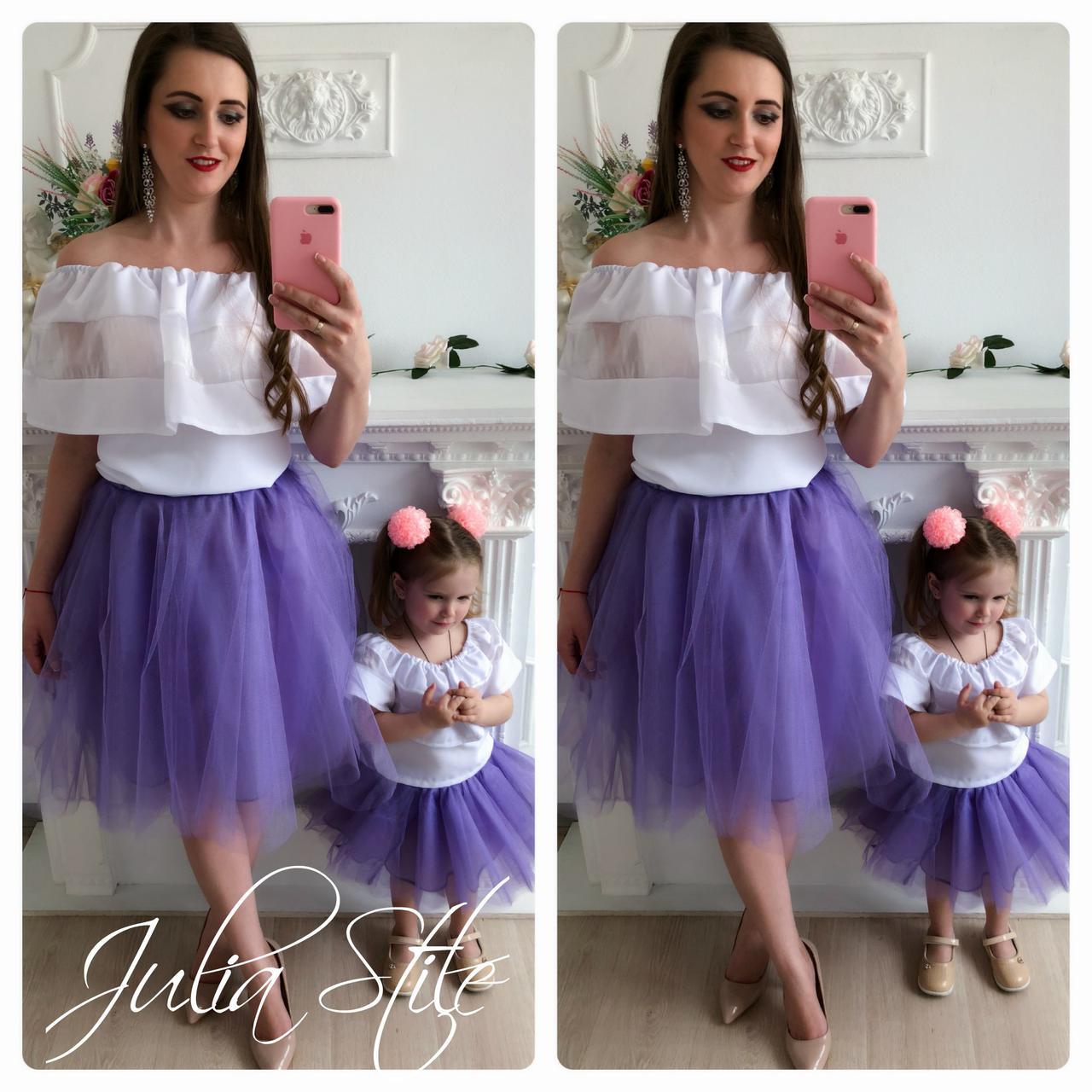 Однакові святкові костюми мама і донька