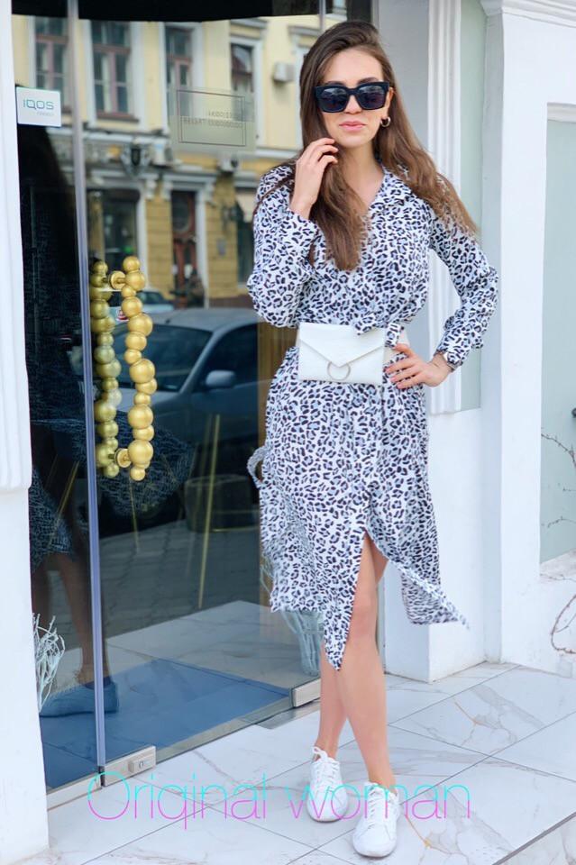 Платье рубашка с поясом и длинным рукавом с принтами