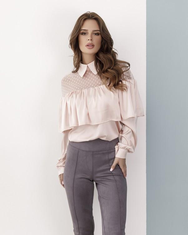 Розовая атласная блуза с воланом