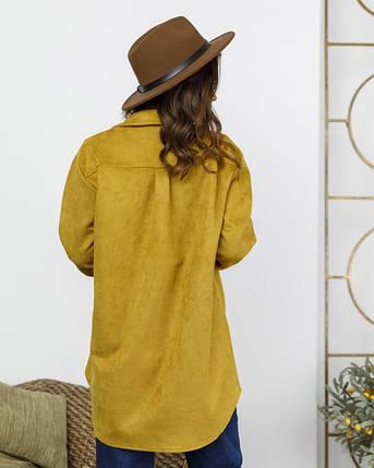 Горчичная замшевая асимметричная женская рубашка, фото 2