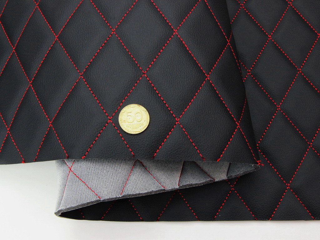 Кожзам черный (прошитый красной нитью), для автомобилей дублированный поролоном и сеткой. «Ромб» шир 1,55м