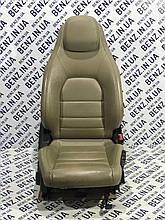 Сидение переднее правое кожа Mercedes C207, A207
