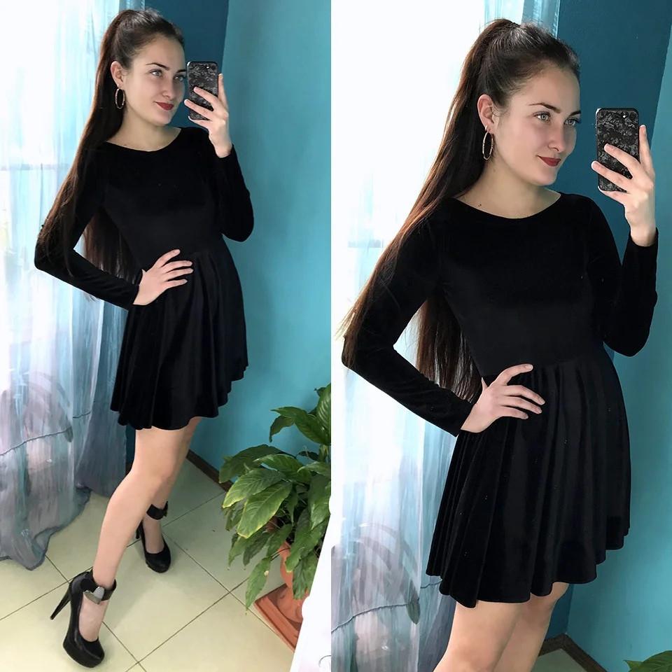 Женское велюровое платье с расклешенной юбкой