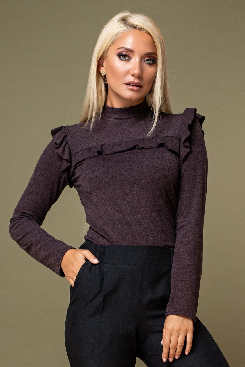 Женская Коричневая блузка с рюшами