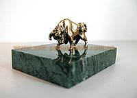 Оригинальный новогодний сувенир, бронзовая фигурка Бычок