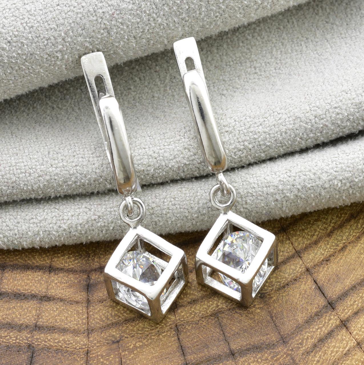 Серебряные серьги Кубики размер 30х10 мм вставка белые фианиты вес 5.35 г