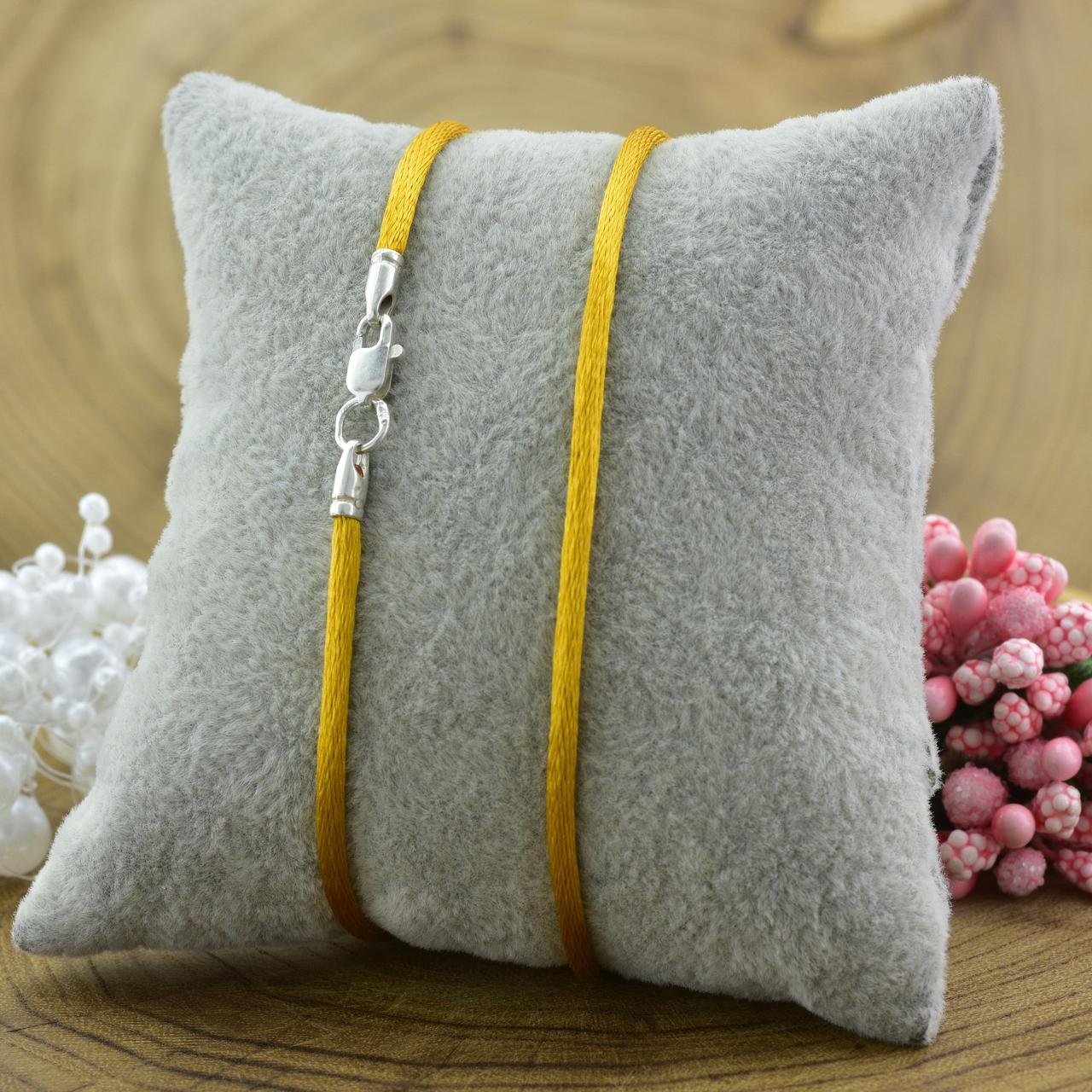 Шнурок шелковый цвет горчичный длина 45 см ширина 2 мм вес серебра 0.7 г