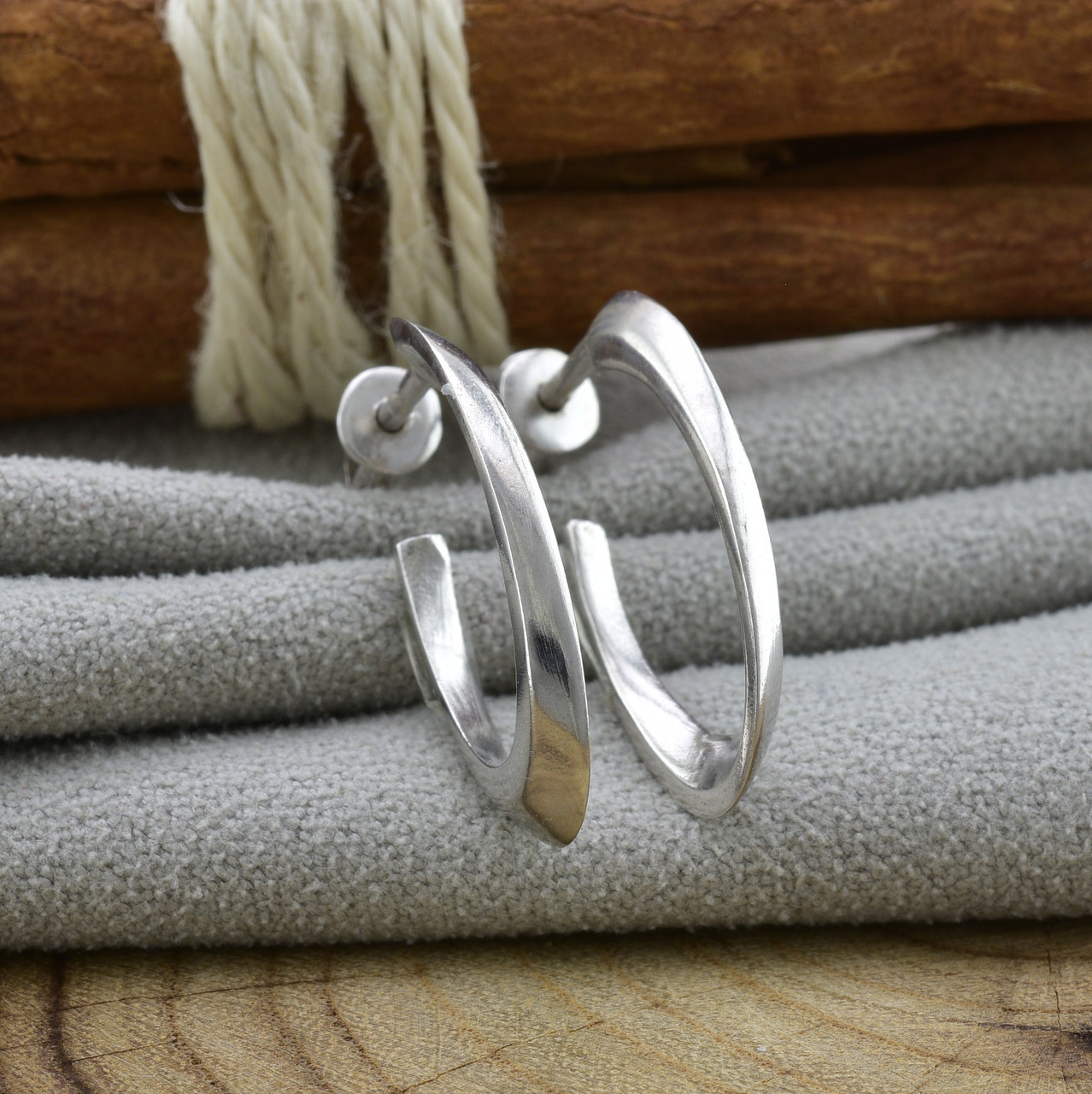 Серебряные серьги гвоздики Лакки размер 24х18 мм вес 2.7 г