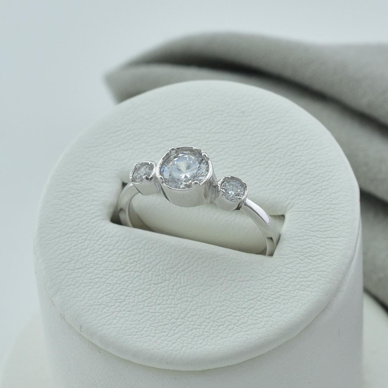 Серебряное кольцо размер 19.5 вставка белые фианиты вес 3.15 г