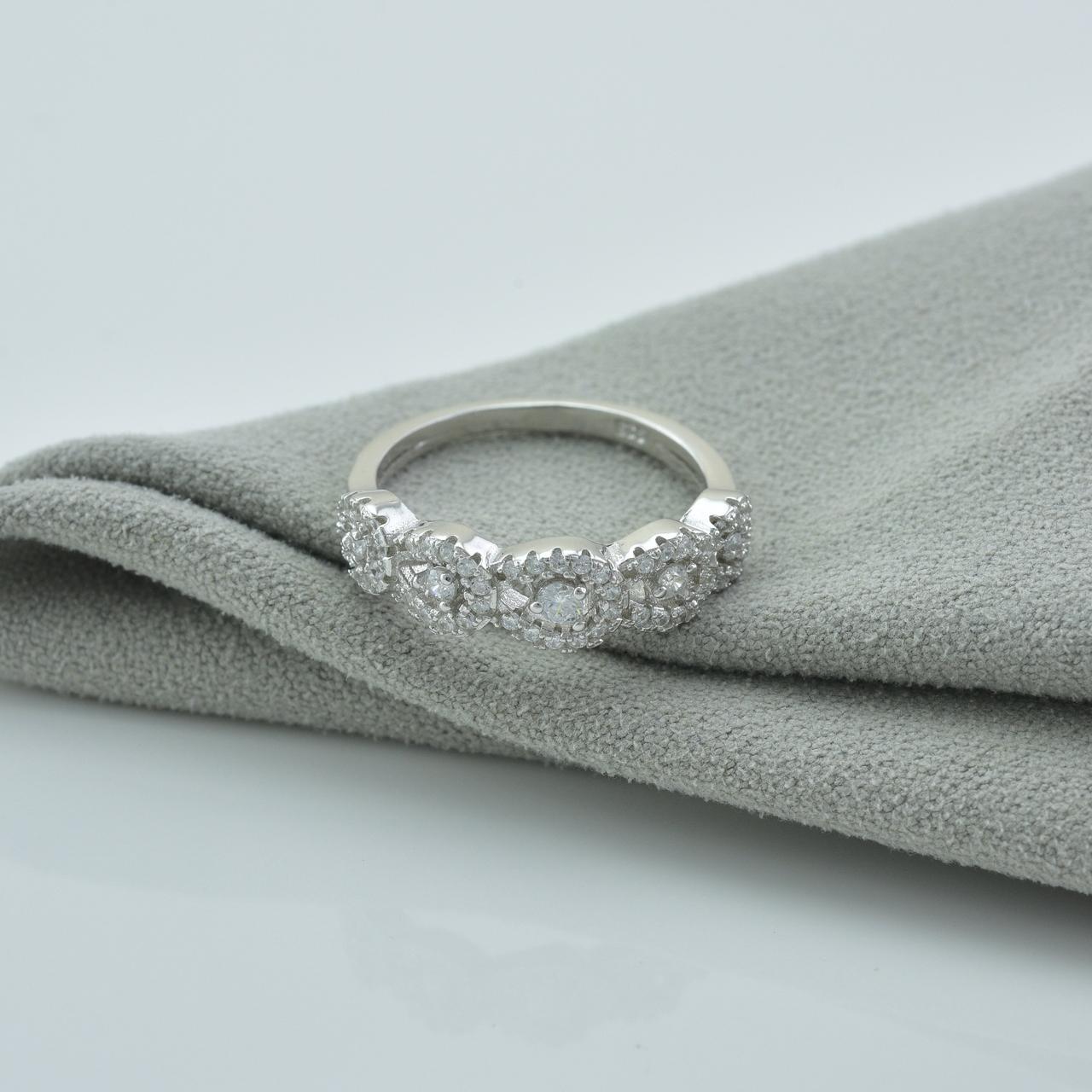 Серебряное кольцо размер 18 вставка белые фианиты вес 3.5 г