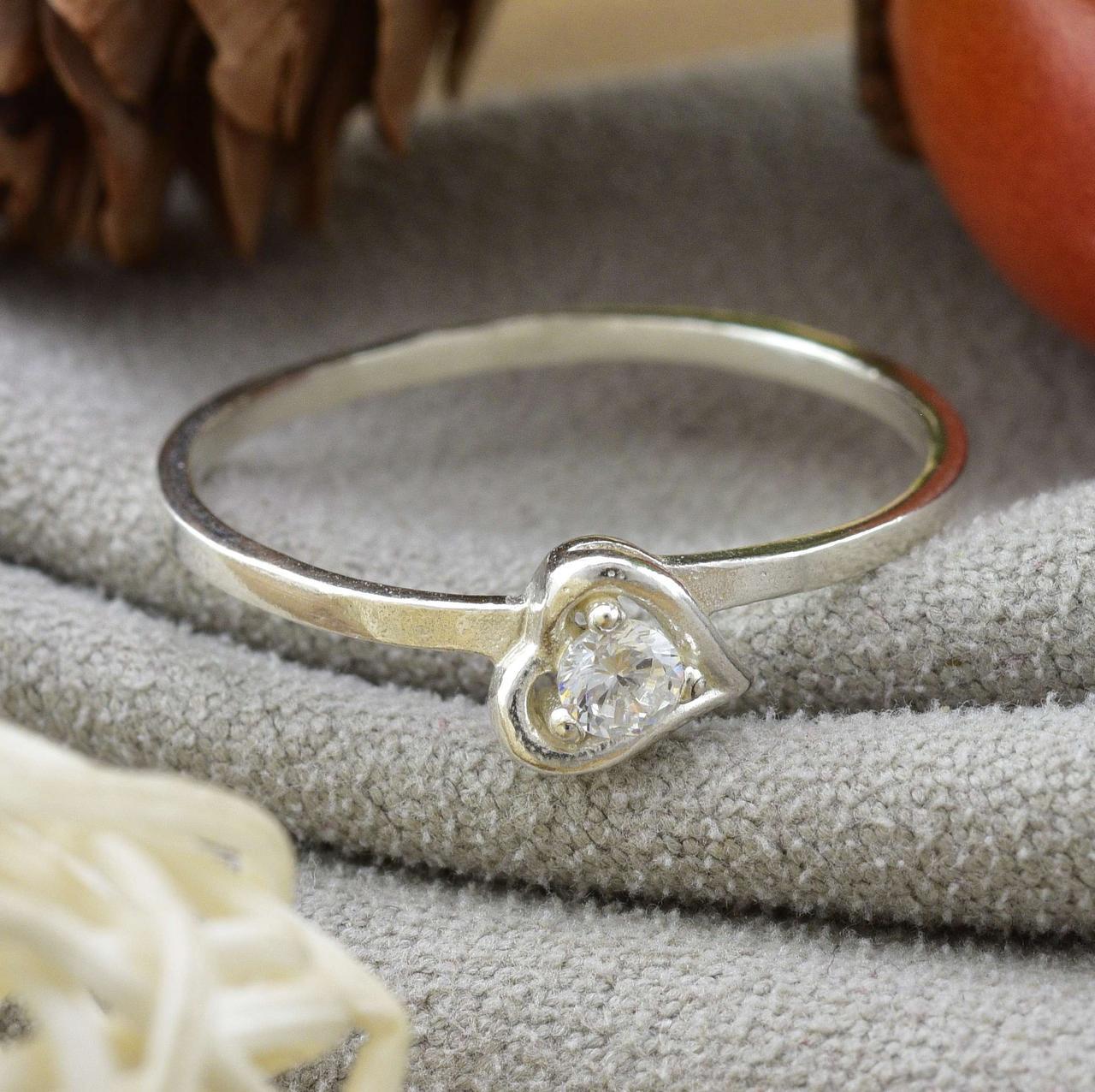 Серебряное кольцо Ассоль размер 17 белые фианиты вес 1.05 г