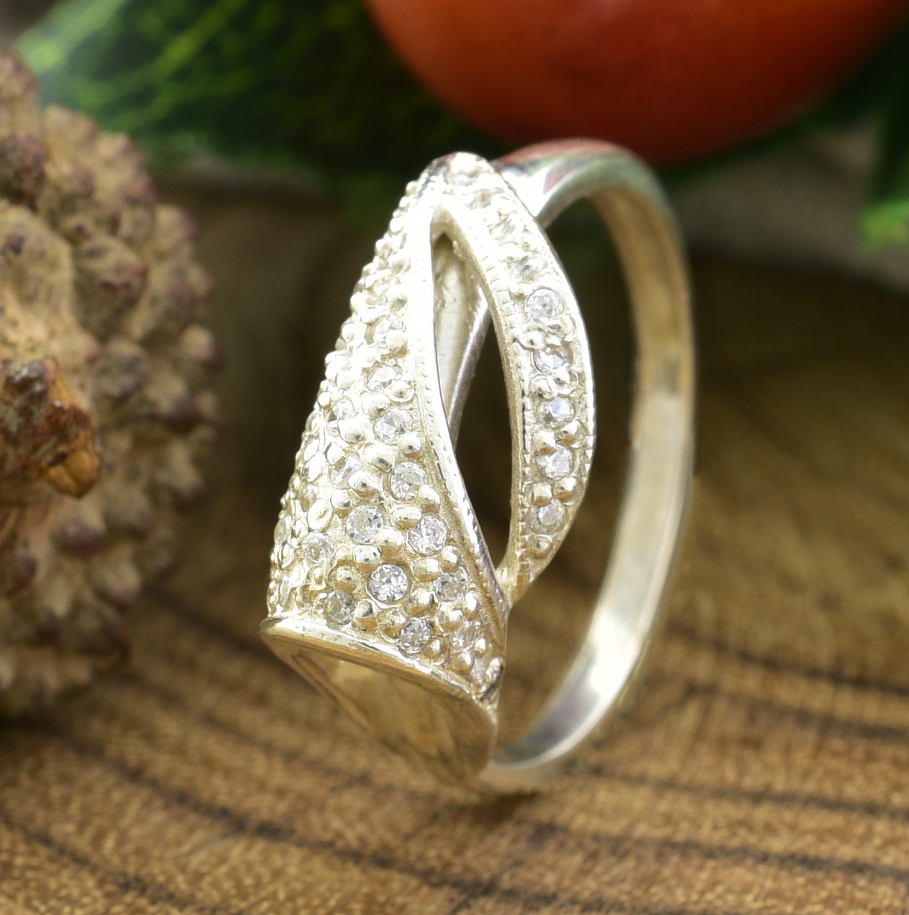 Серебряное кольцо Алина вставка белые фианиты вес 2.1 г размер 16