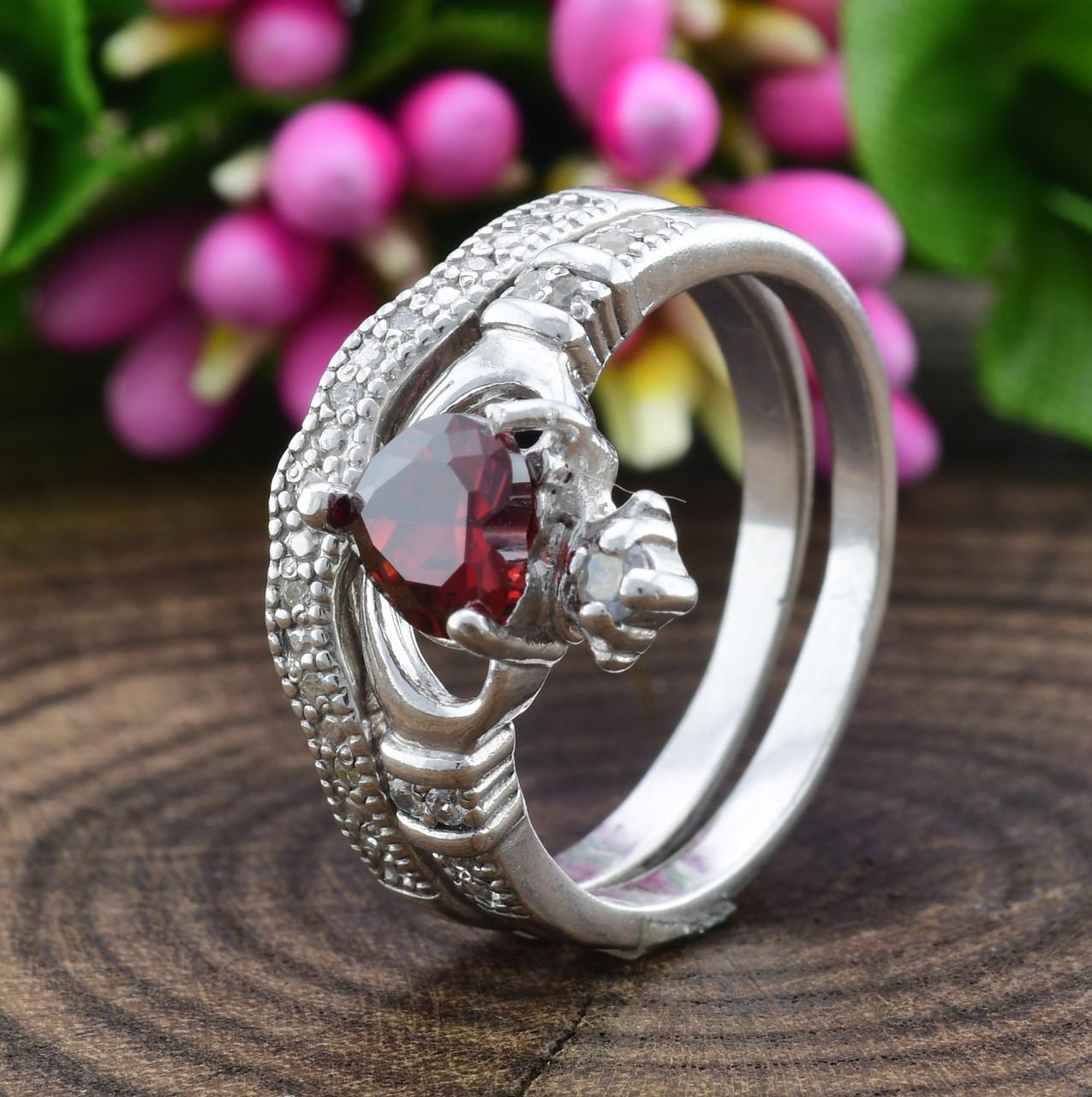 Серебряное кольцо двойное Сердце на ладонях вставка красные фианиты вес 4.65 г размер 17