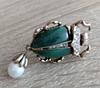 Брошь брошка значок металлический зеленый жук скарабей с жемчужиной, фото 7