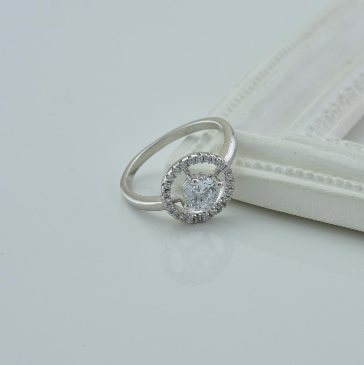 Серебряное кольцо размер 16.5 вставка белые фианиты вес 2.5 г