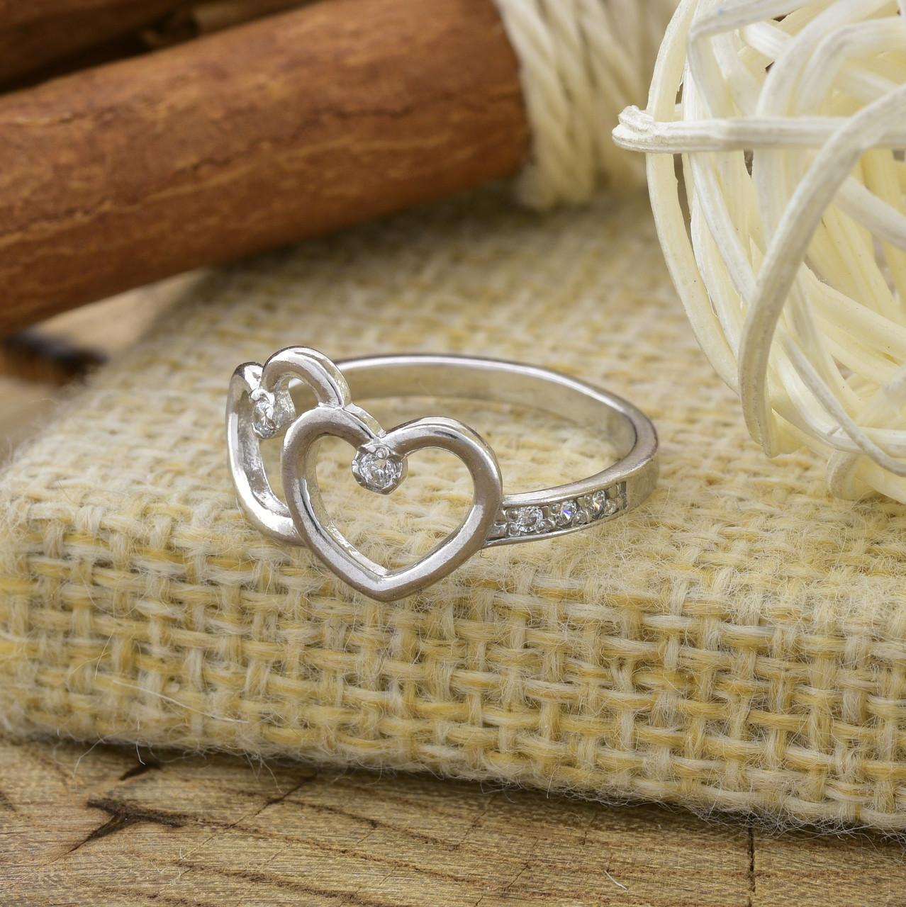 Серебряное кольцо Влюблённые сердца вставка белые фианиты вес 1.4 г размер 18.5